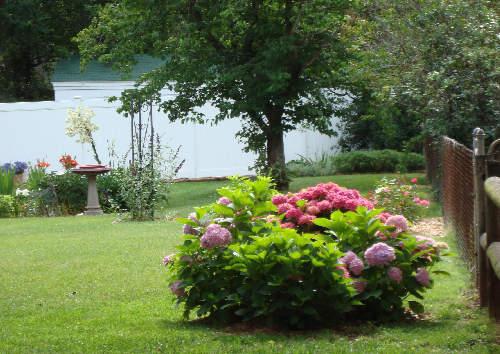 Diy memorials planning a loved one 39 s memorial garden life in the garden for Garden memorials for loved ones